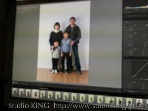 弟クンの七五三撮影の前に、カジュアルウェアで家族写真撮影です。